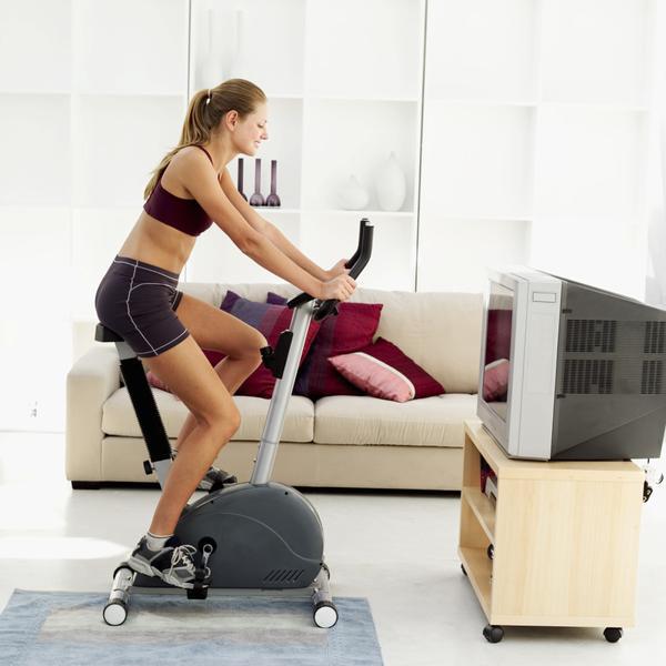 Bicicleta pentru exerciții de slăbire și conturarea coapselor