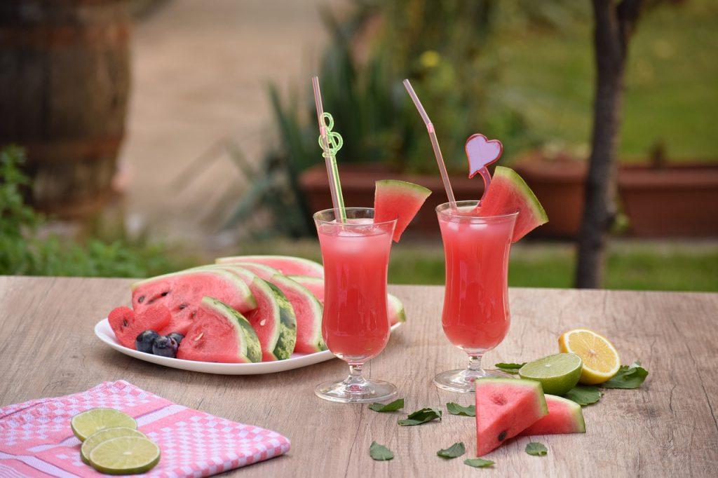 Pentru slabit: pepene verde și apă cu lămâie