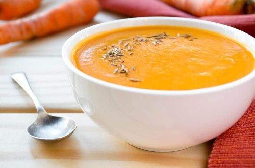 Supa cremă de morcov cu turmeric